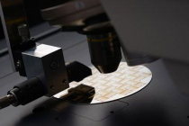 Microscópio de alta velocidade com controle por gestos intuitivo
