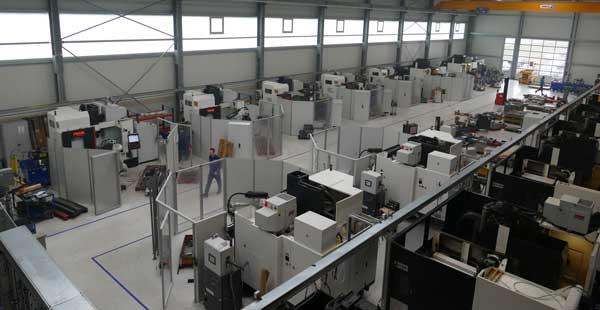 三菱電機のロボット工学によるCNC加工セル